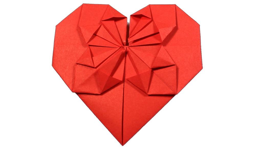 оригами разцъфнало сърце